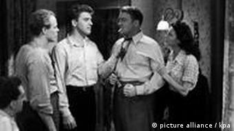 BURT LANCASTER, ALBERT DEKKER, AVA GARDNER in The Killers, Szene aus dem Film (picture alliance)