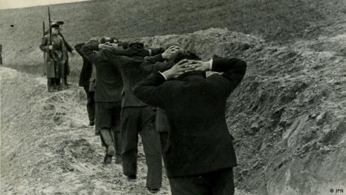 Rozstrzelanie polskich cywili przez niemieckie wojska w listopadzie 1939 roku w pobliżu Bydgoszczy