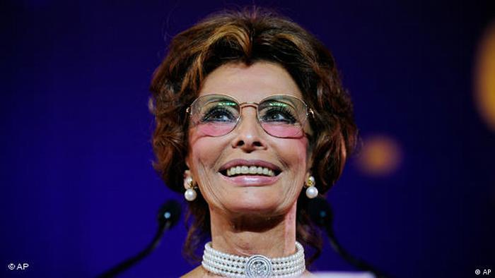 Sophia Loren de óculos