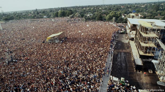 The Boss drew a massive crowd to East Berlin in 1988 (picture-alliance/dpa)