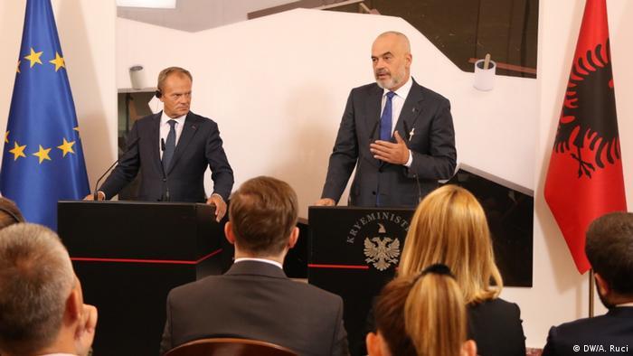 Tusk, de visita en Albania, con el presidente albano, Edi Rama. (17.09.2019).