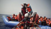 Libyen - «Ocean Viking» nimmt Bootsflüchtlinge an Bord