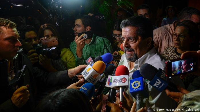 Замглавы парламента Венесуэлы Эдгар Самбрано после освобождения из-под ареста