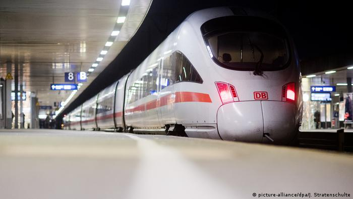 An ICE train in Hannover's main station.