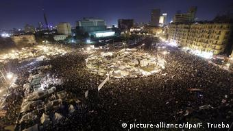 Protesters gather at Tahrir square in Cairo to demand that Egyptian President Hosni Mubarak resign