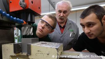 Deutschland junge Ausländer beginnen Ausbildung