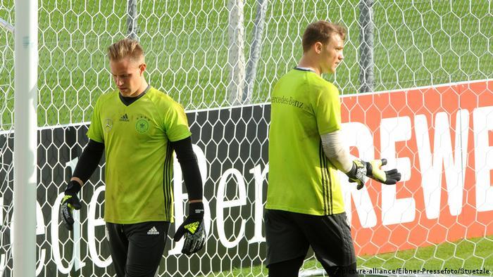 Manuel Neuer und Marc-Andre ter Stegen im EM-Trainingslager in Ascona (picture-alliance/Eibner-Pressefoto/Stuetzle)