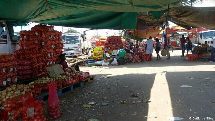 A maioria dos produtos no mercado grossista do Zimpeto vem da África do Sul