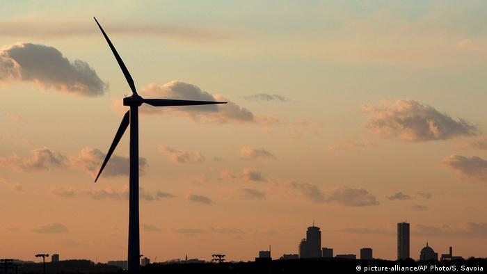 Wind turbine (picture-alliance/AP Photo/S. Savoia)