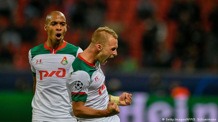 Футболисты Локомотива во время матча