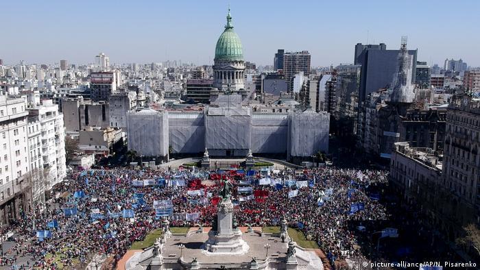 Argentinien: Soziale Proteste in Buenos Aires (AP Photo/Natacha Pisarenko)