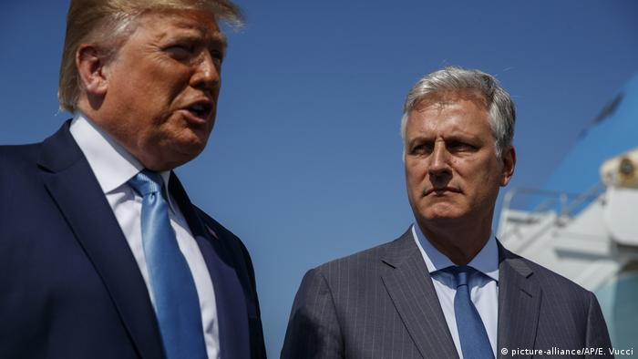 Donald Trump und Robert C. O'Brien (picture-alliance/AP/E. Vucci)