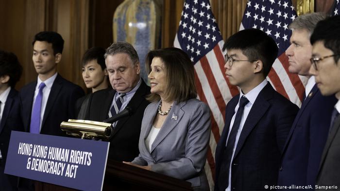 USA: Nancy Pelosi trifft Denise Ho und Joshua Wong