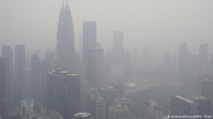 Kuala Lumpur shrouded in smog by Indonesia fires
