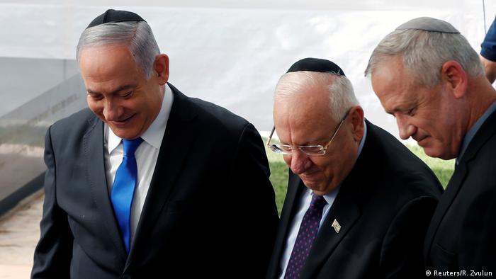El primer ministro israelí, Benjamin Netanjahu, el presidente Reuven Rivlin y Benny Gantz, el jefe del partido Azul-Blanco.