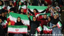 Iranische Frauen in Stadion (picture-alliance/dpa/S. Zareian)