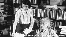 Einstein und Sekretärin