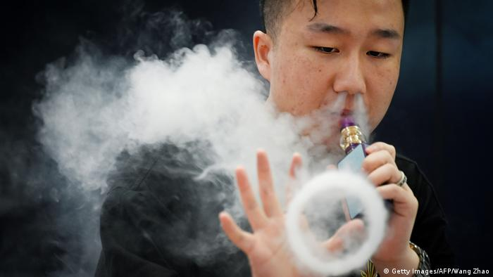 China Promoter von E-Zigaretten in Peking (Getty Images/AFP/Wang Zhao)