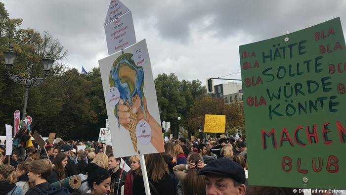 Акция протеста у Бранденбургских ворот