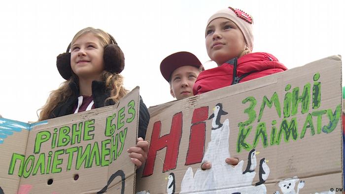 Учасники маршу на захист клімату у Києві