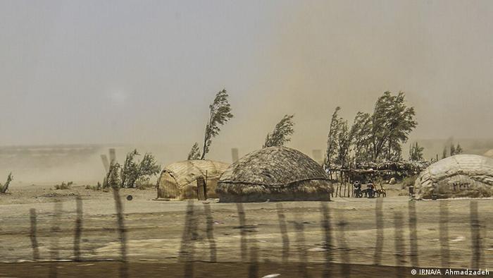 بر اثر خشکسالی آب تعداد زیادی از چاهها، چشمهها و قنوات استان کرمان کاهش داشته و موجب افت شدید سفرههای آب زیرزمینی شده است. زهرا نجفی نیک به خبرگزاری ایرنا گفته است که بیش از ۷۸ درصد کرمان در خشکسالی خفیف و شدید قرار دارد. به گفته کارشناسان عمق آبهای سفرههای زیر زمینی بعلت برداشت بیرویه از ۸ تا ۱۰ متر در ۵۰ سال پیش حالا به ۲۰۰ متر رسیده است.