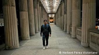 Berlin | Krankenpfelger Herbert Pérez Victoriano aus Mexiko arbeitet in Deutschland