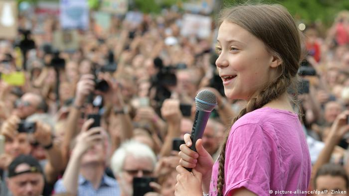 Deutschland Greta Thunberg beim Klimaprotest in Berlin (picture-alliance/dpa/P. Zinken)