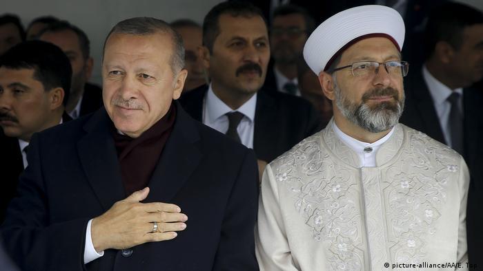 Turkey's Tayyip Erdogan and Ali Erbas (picture-alliance/AA/E. Top )