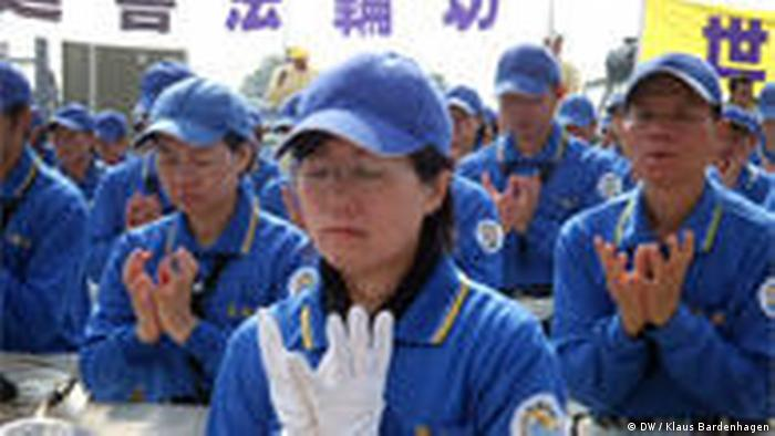 Falun Gong practitioners meditating