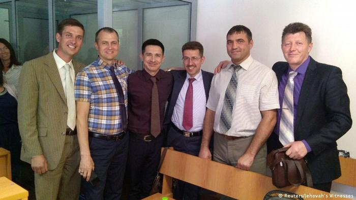 Seis membros de Testemunhas de Jeová sentenciados a penas de prisão, em foto não datada