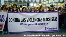 20.09.2019 Protesters gather at the Puerta del Sol square during a demonstration under the motto Feminist Emergency against gender violence in Madrid, organized by several women's groups across the country on September 20, 2019. - Protesters take to the streets of more than 250 cities in Spain today declaring a feminist emergency following a summer during which 19 women were murdered by current or former partners in a series of high-profile rape cases. (Photo by Oscar Gonzalez/NurPhoto) | Keine Weitergabe an Wiederverkäufer.