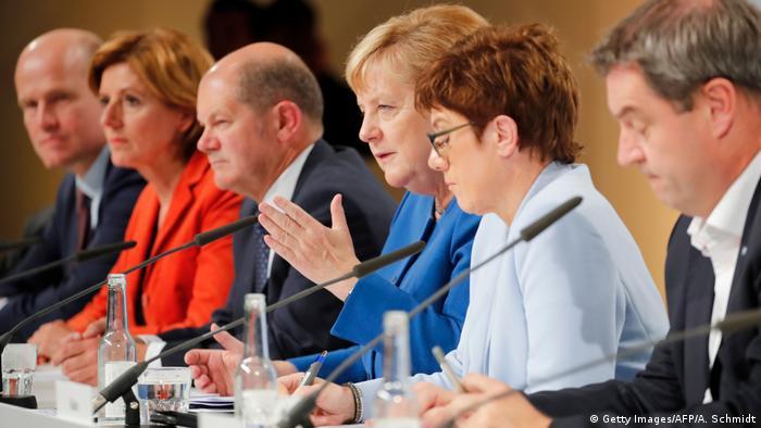 Deutschland Berlin   PK Klimakabinett nach Marathonsitzung   Angela Merkel u.a.