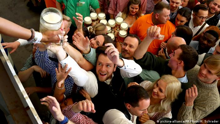München Oktoberfest 2019 O´zapft is (picture-alliance/AP Photo/M. Schrader)