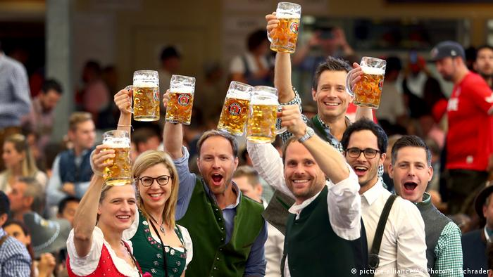 Uczestnicy Oktoberfest 2019