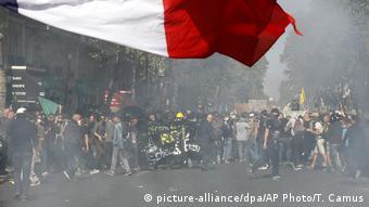 Ένταση και δακρυγόνα στο περιθώριο των διαδηλώσεων για το κλίμα