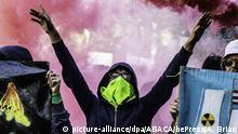 Frankreich   Polizei in Paris setzt Tränengas gegen Demonstranten ein