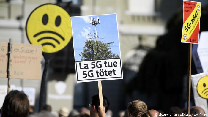 Schweiz Demonstration 5G (picture-alliance/Keystone/A. Anex)