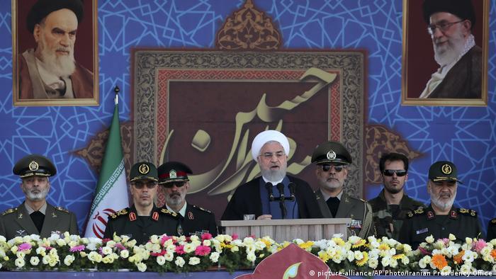 El presidente iraní Hasan Rohani durante la inauguración de un desfile militar en Teherán (22.09.2019