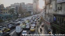 (171219) -- TEHRAN, Dec. 19, 2017 () -- Cars are stuck in a traffic jam in air pollution in Tehran, Iran, Dec. 18, 2017. (/Ahmad Halabisaz) (zjy) |