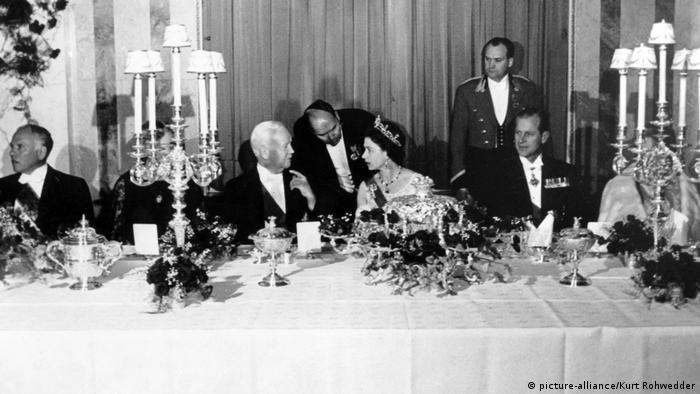 Bildergalerie Petersberg bei Bonn   Königin Elizabeth II. 1965 (picture-alliance/Kurt Rohwedder)