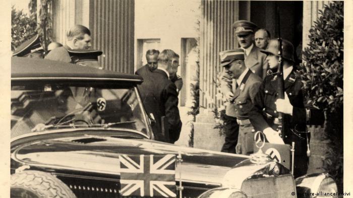 Встреча Невилла Чемберлена и Адольфа Гитлера в отеле Дреезен