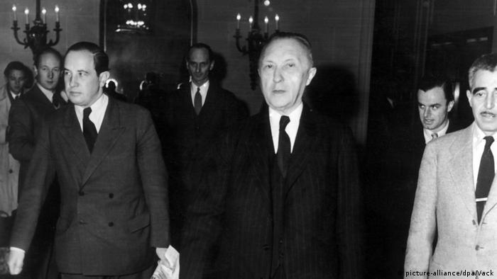 Bildergalerie Petersberg bei Bonn   Adenauer trifft die Hohen Kommissaren (picture-alliance/dpa/Vack)