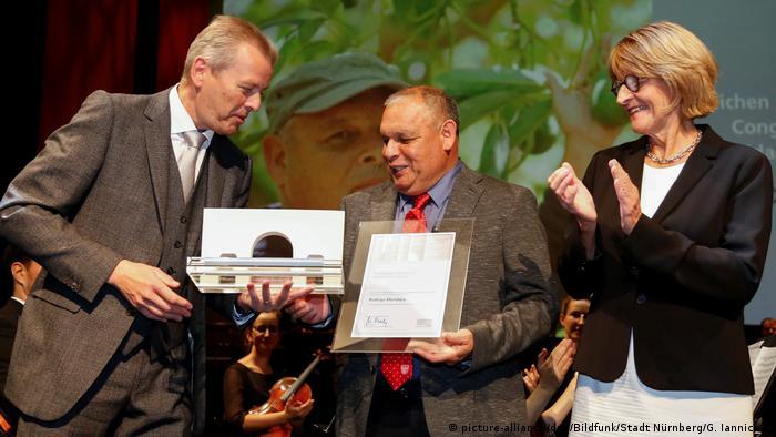 Deutschland | Menschenrechtspreis für Chilenen Rodrigo Mundaca (picture-alliance/dpa/Bildfunk/Stadt Nürnberg/G. Iannicelli)