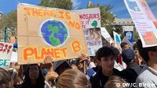 USA   Demonstranten beim Global Climate Strike in New York City