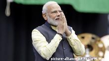 22.09.2019 India prime minister Narendra Modi acknowledges the crowd as he takes the stage during the Howdi Modi event Sunday, September 22, 2019, at NRG Stadium in Houston. (AP Photo/Michael Wyke)  