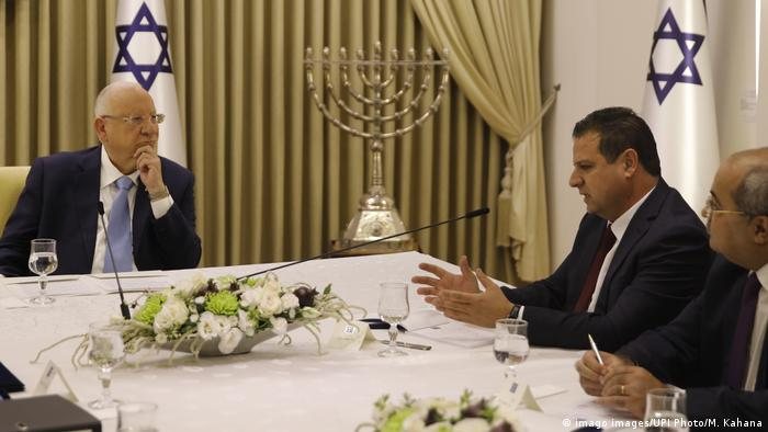 Arab bloc leader Ayman Odeh tells President Reuven Rivlin that he plans to support Benny Gantz