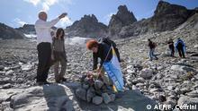 Junto con científicos y ambientalistas, Huss participó en un funeral simbólico de los glaciares suizos