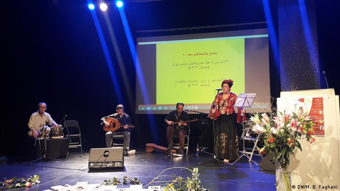 اجرای سه ترانه با موضوعات خاوران، کوچ و میراث با آواز گلرخ جهانگیری، بزرگداشت زندانیان جانباخته در دهه ۶۰ و تابستان ۶۷ را به پایان رساند
