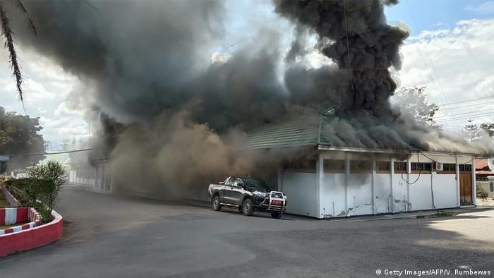 Indonesien Unruhen in Wamena (Getty Images/AFP/V. Rumbewas)