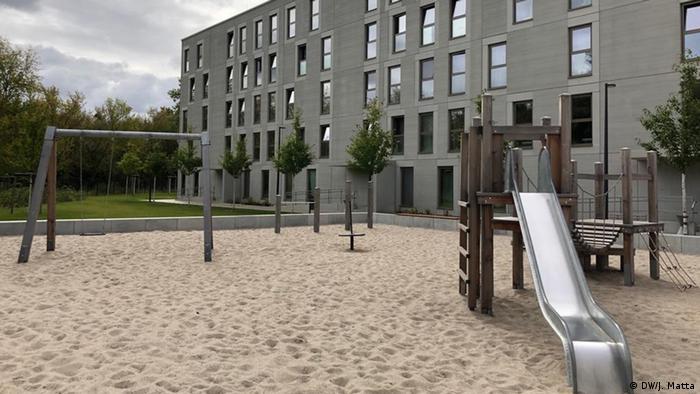 Außenbereich der Gemeinschaftsunterkunft für Geflüchtete in der Wartenberger Str Berlin
